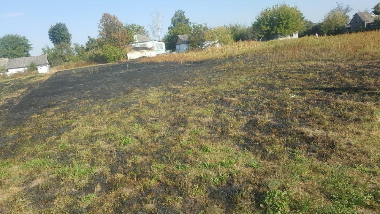 Хмільницькі рятувальники гасили пожежу у Літинському районі
