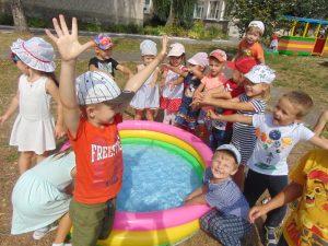 Хмільницькі діти починають ранок із колективного виконання Гімну України