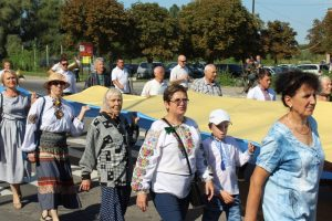 Відкриття пам'ятного знаку Героям Небесної Сотні та урочиста хода. Як Хмільник святкував 28-у річницю Незалежності України