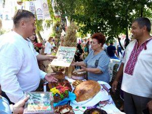 """Громада Куманівців взяла участь у обласному святі обрядових хлібів """"Народу вічний оберіг"""""""