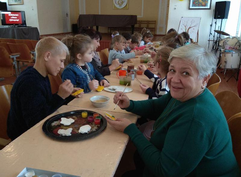 Першачків Хмільницької школи мистецтв посвятили у юні художники