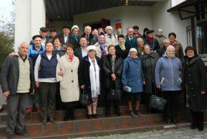 Хмільницькі волонтери та активісти привітали пенсіонерів