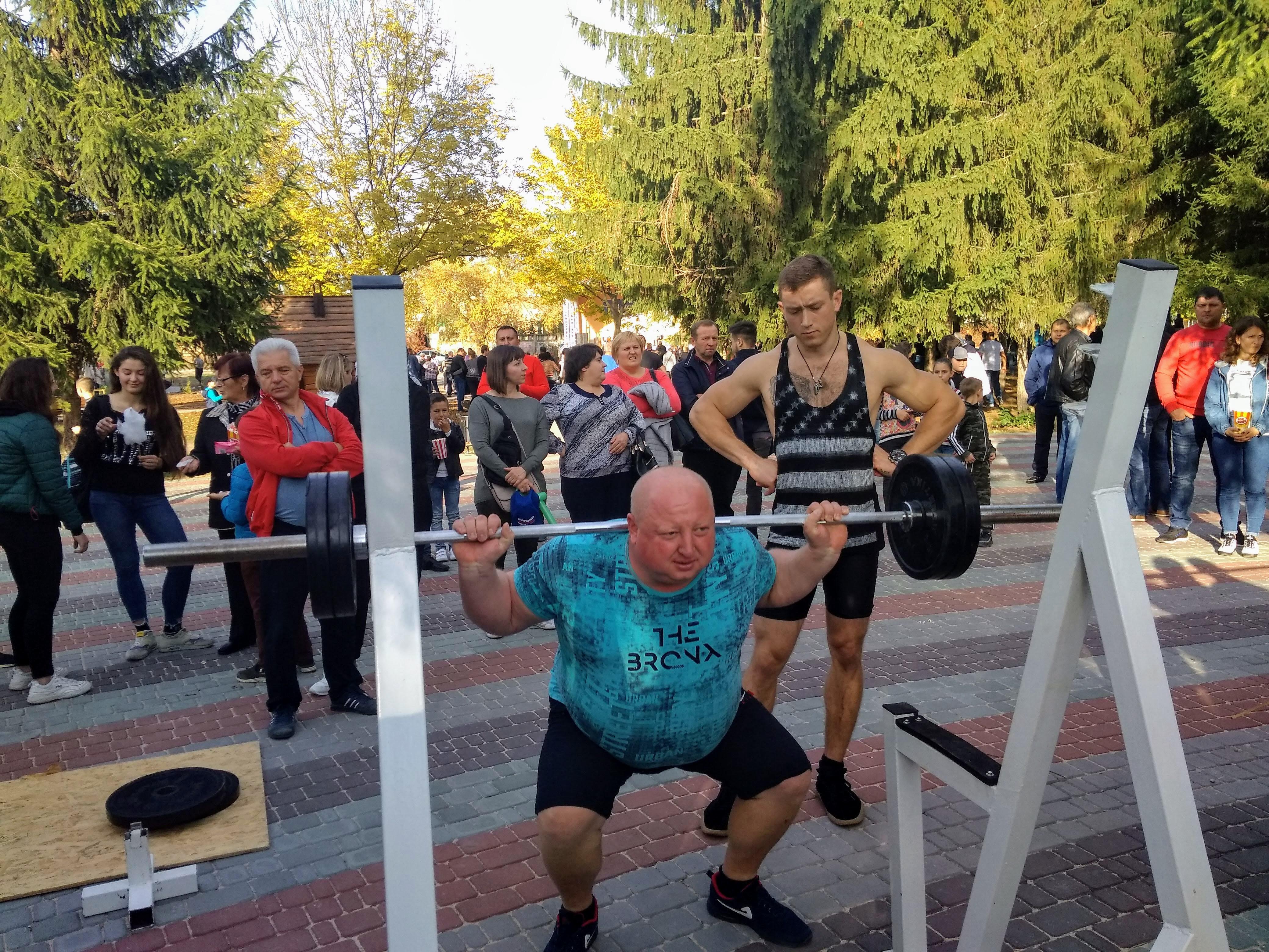 Міць, витривалість і неочікувані результати – змагання з пауерліфтингу і кросфіту відбулись у Хмільнику