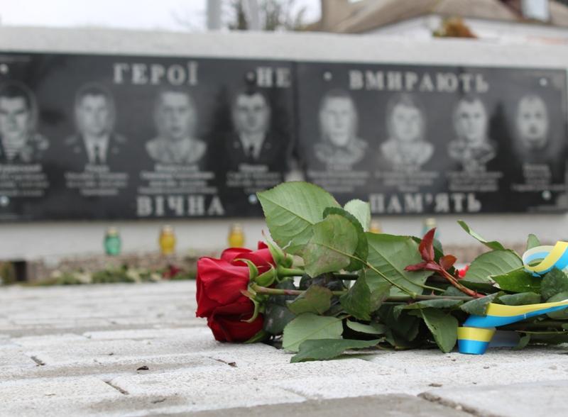 У Хмільнику та Хмільницькому районі вшанували героїв-захисників України