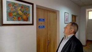 Чи потрібна Хмільницькому суду виставка картин?