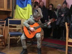 Юні хмільницькі музиканти провели святковий концерт для наших військових