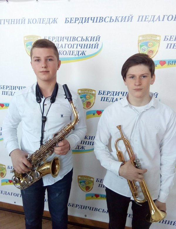 """Хмільницькі юні музиканти успішно виступили на конкурсі """"Музика єднає молодь 2020"""""""