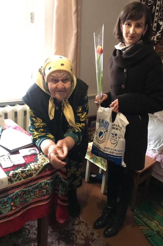 Хмільницьких довгожительок та матерів-героїнь привітали із Міжнародним жіночим днем