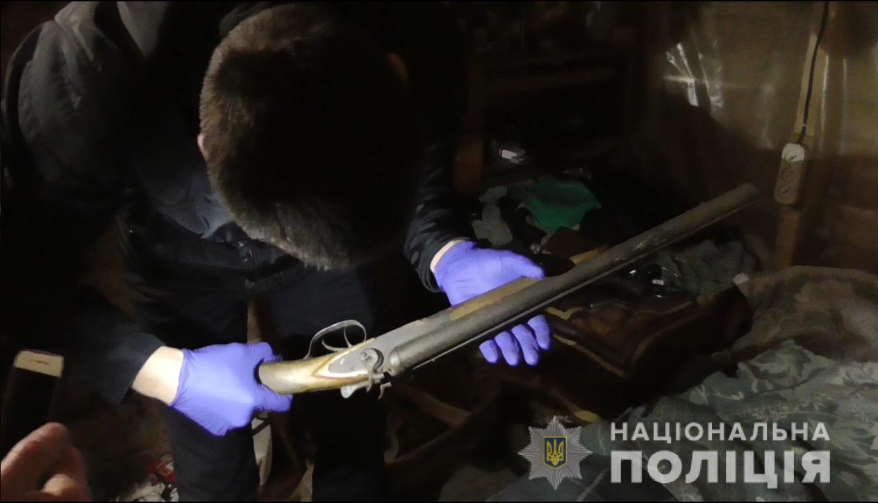 Обріз мисливської рушниці та набої знайшли у мешканця Уланова