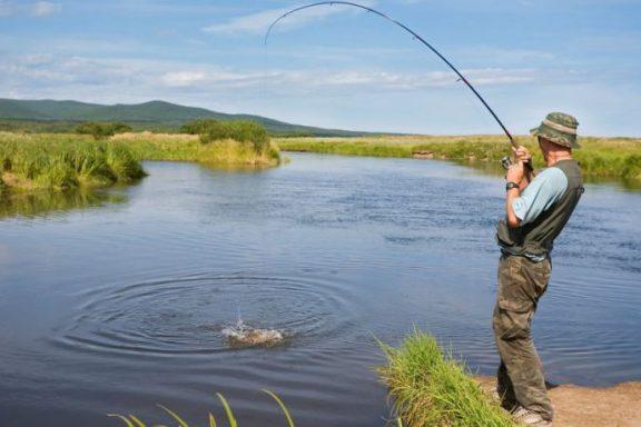 Від завтра діятиме тимчасова заборона ловити рибу на період нересту. Де у Хмільницькому районі можна законно порибалити?