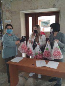 Великодні набори дітям Хмільницького району підготували працівники районної служби у справах дітей