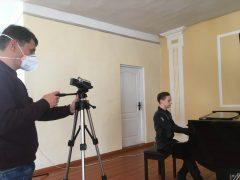 Онлайн-концерт юного піаніста Олександра Дзвінковського відбувся у хмільницькій школі мистецтв