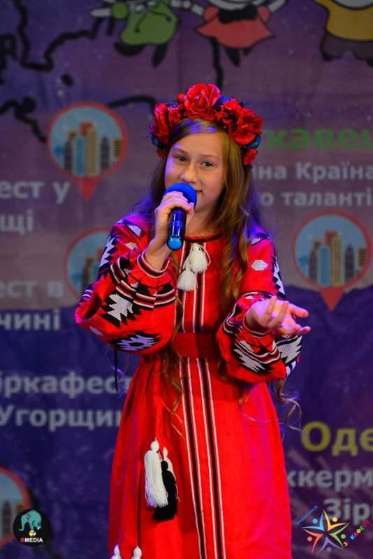 Відеопрезентацію про вишиванки своєї родини підготувала хмільницька школярка Надія Кучмар