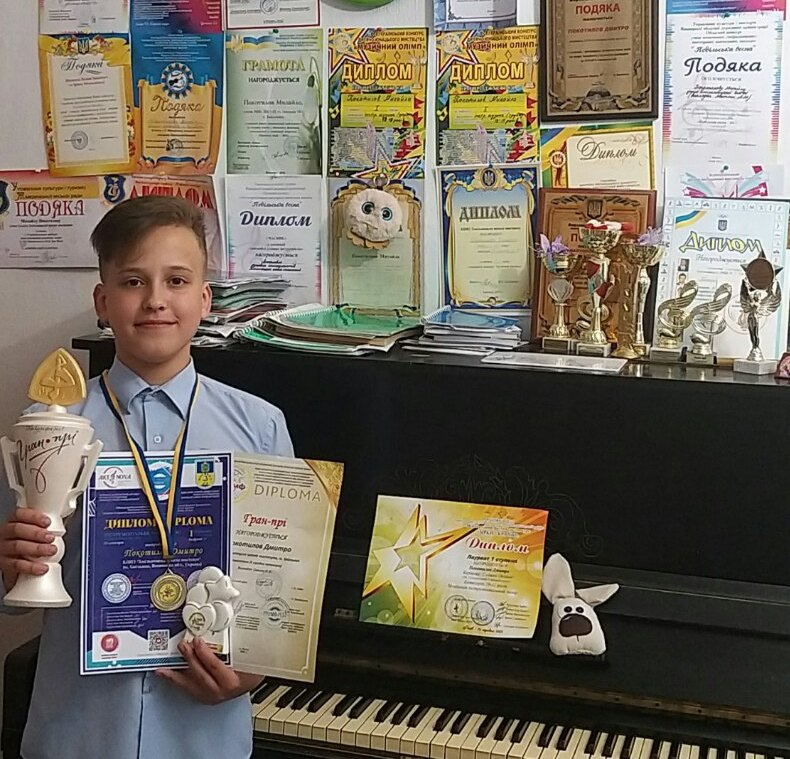 Ряд перемог на обласних, всеукраїнських та міжнародних музичних конкурсах виборов хмільницький п'ятикласник Дмитро Покотилов