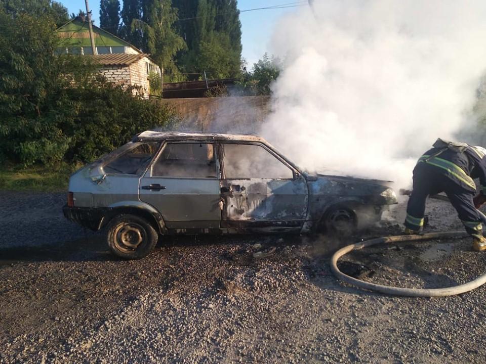 """""""Дев'ятка"""" згоріла сьогодні увечері у Хмільнику"""
