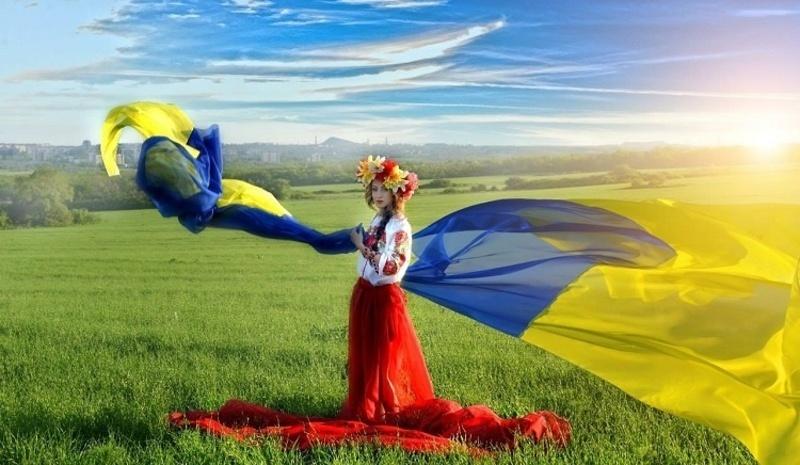"""Як хмільничани святкуватимуть """"карантинний"""" День Державного Прапора та День Незалежності України?"""