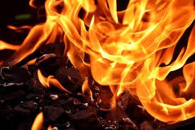 Закинута будівля згоріла у Малому Острожку