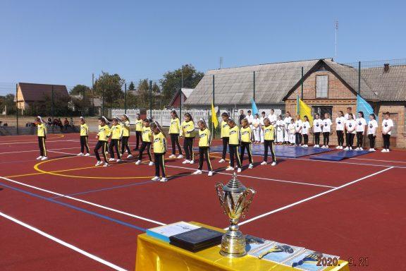 Сучасний майданчик для занять ігровими видами спорту відкрили сьогодні в Хмільницькій школі №3
