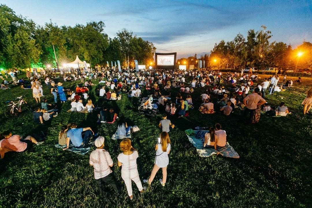 У Широкій Греблі на Хмільниччині сьогодні відбудеться кінопоказ під відкритим небом