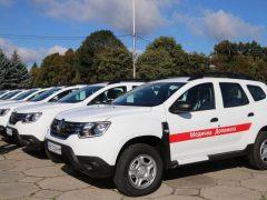 Службові Renault Duster отримали сьогодні чотири сільські амбулаторії Хмільницького району