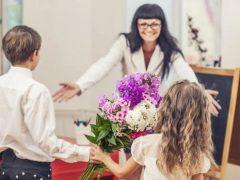 Сьогодні вітають педагогів: від учнів Хмільниччини вітання з Днем вчителя онлайн