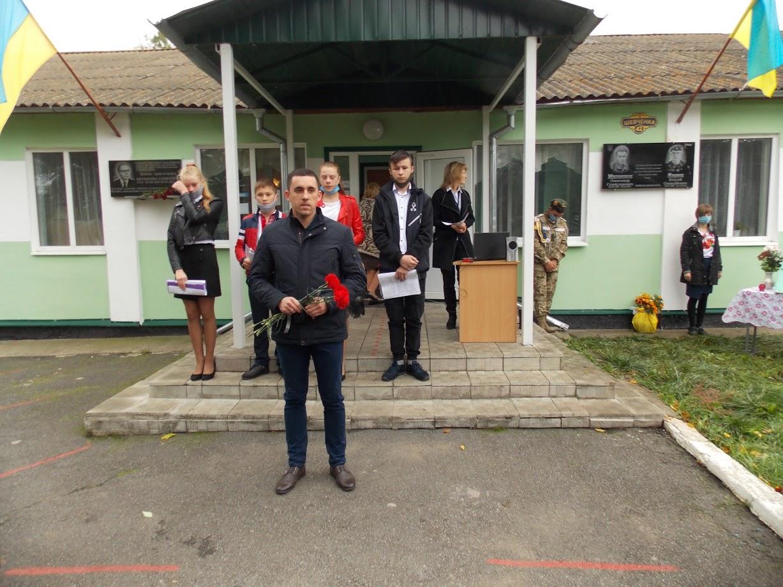 Відкриття меморіальної дошки загиблим учасникам війни на Сході відбулося в селі Білий Рукав