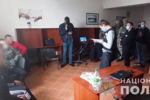 Поліцейські викрили злочинну групу, яка через call-центри виманювала у громадян України кошти