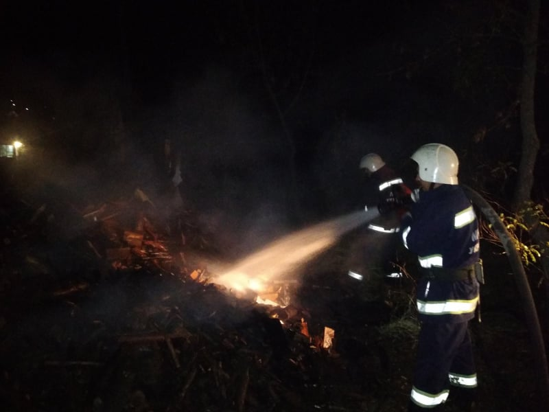 Хмільницькі рятувальники ліквідували пожежу і врятували житловий будинок від загоряння