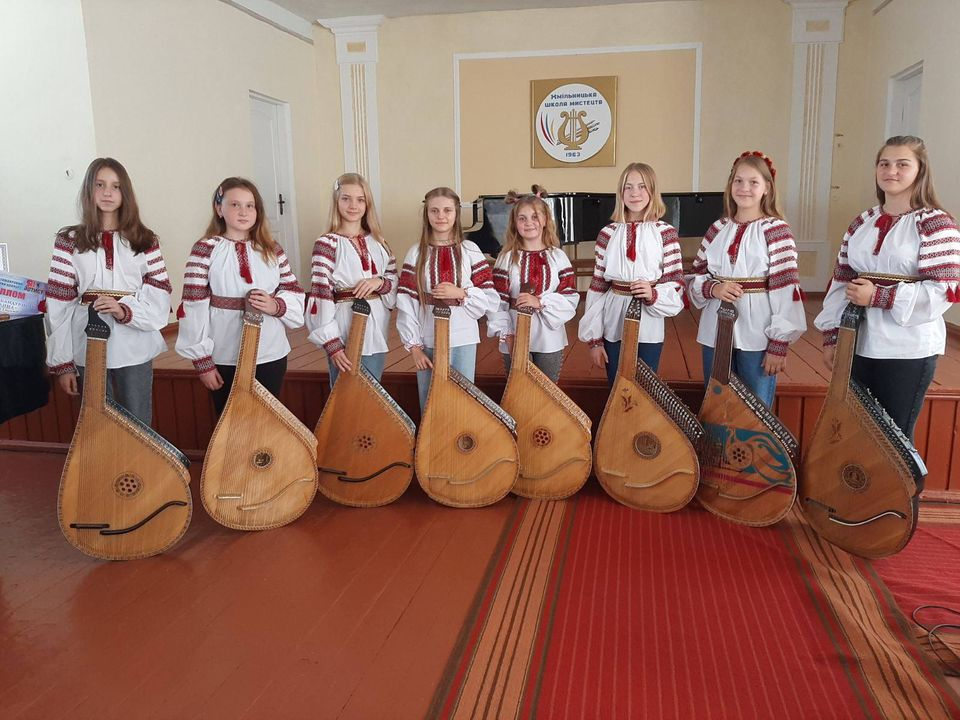 Хмільницьких бандуристів відзначили за успішні виступи в дистанційних конкурсах-фестивалях
