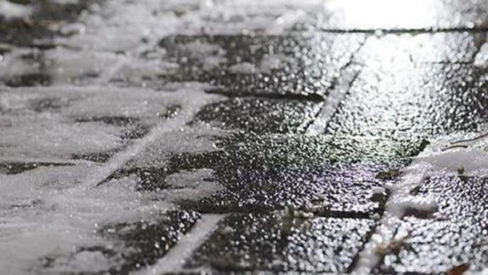 Погода у Хмільнику: раптова ожеледиця скувала місто