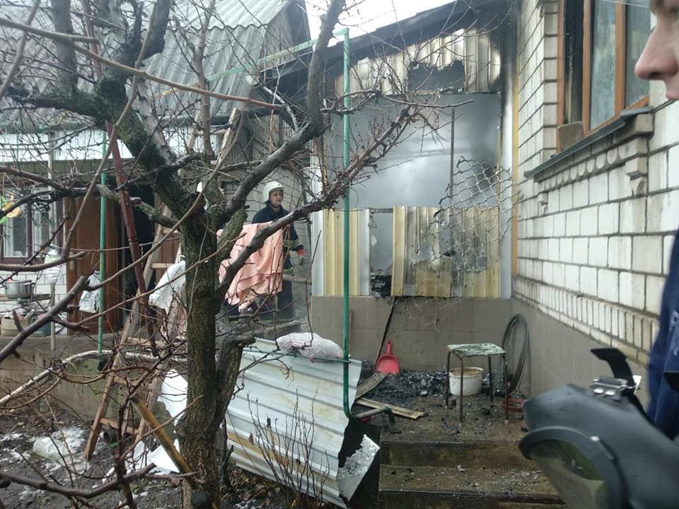 У Хмільнику горів житловий будинок: постраждала жінка, яка була всередині
