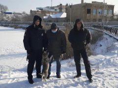 Патрульні Хмільницького районного відділу поліції разом з містянами врятували чоловіка, який провалився під лід