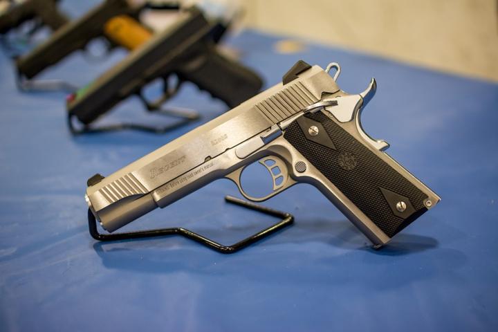 З лютого-березня хмільничанам можуть дозволити зберігати зброю вдома: законопроєкт від РНБО
