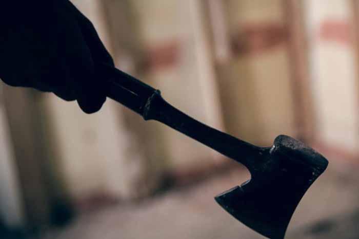 Чотири удари сокирою по голові: жителю Хмільницького району повідомлено про підозру в умисному вбивстві сусіда