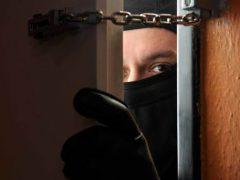 В Маркушах серед білого дня пограбували місцеву жительку: двом жителям Хмільницького району оголошено про підозру