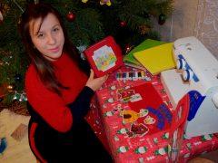 Вихователька з Широкої Греблі прикрасила своїми малюнками дитячий садочок та пошила дітям інтерактивну іграшку