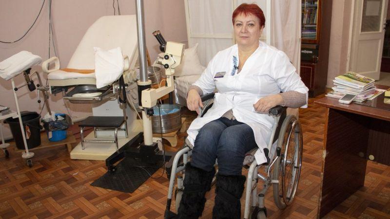 Про жінку-бійця, яка допомагає людям зі всієї України