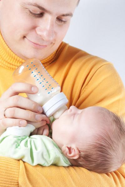 В Україні законодавчо зрівняли права матері й батька на відпустку по догляду за дитиною