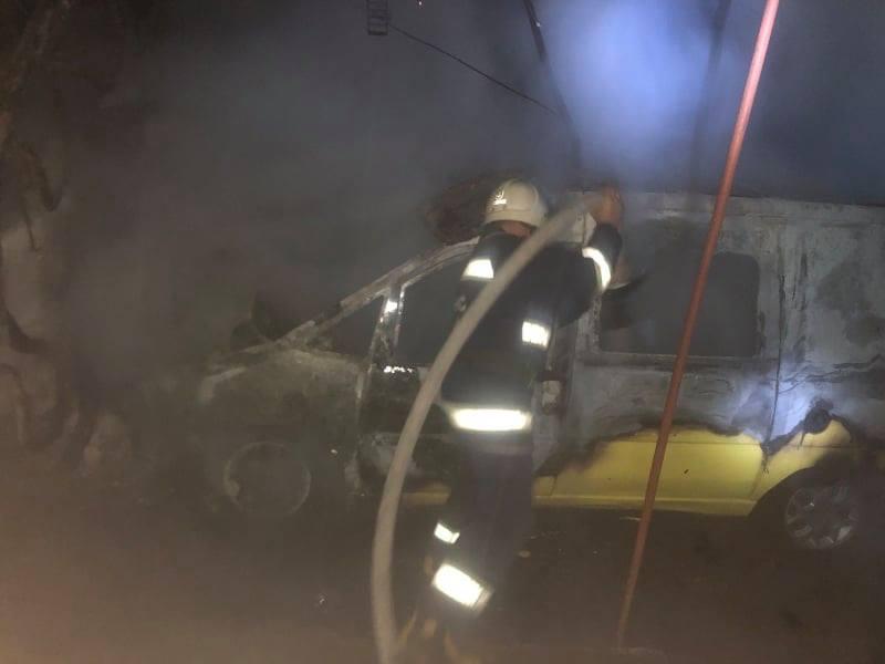 В селі Порику на Хмільниччині вогнем знищено автомобіль