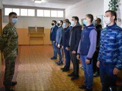 До Козятинського збірного пункту, що в  Хмільницькому районі, прибуло більше двохсот призовників