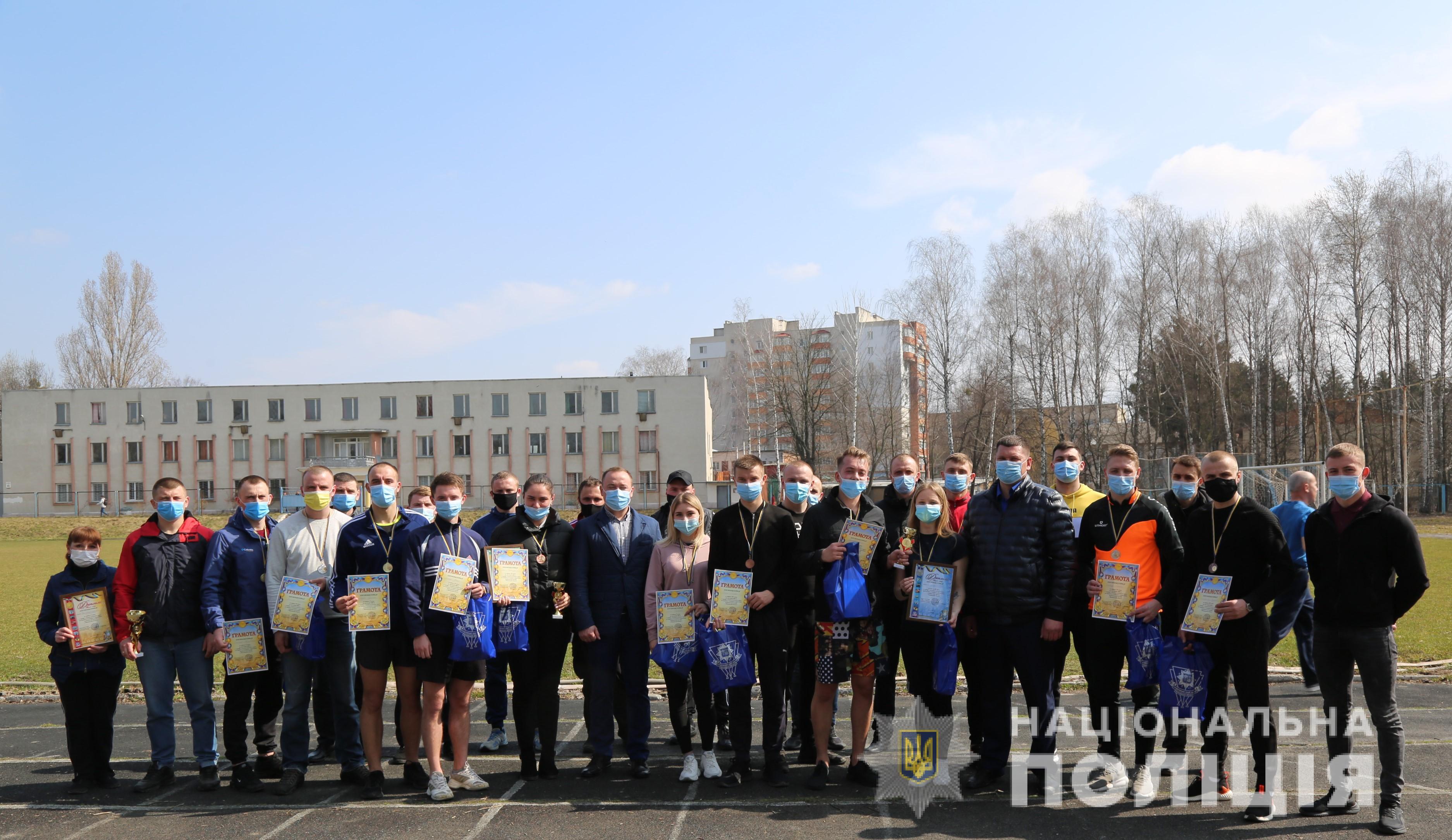 Команда Хмільницького районного відділу поліції здобула переможне третє місце у змаганнях з легкої атлетики