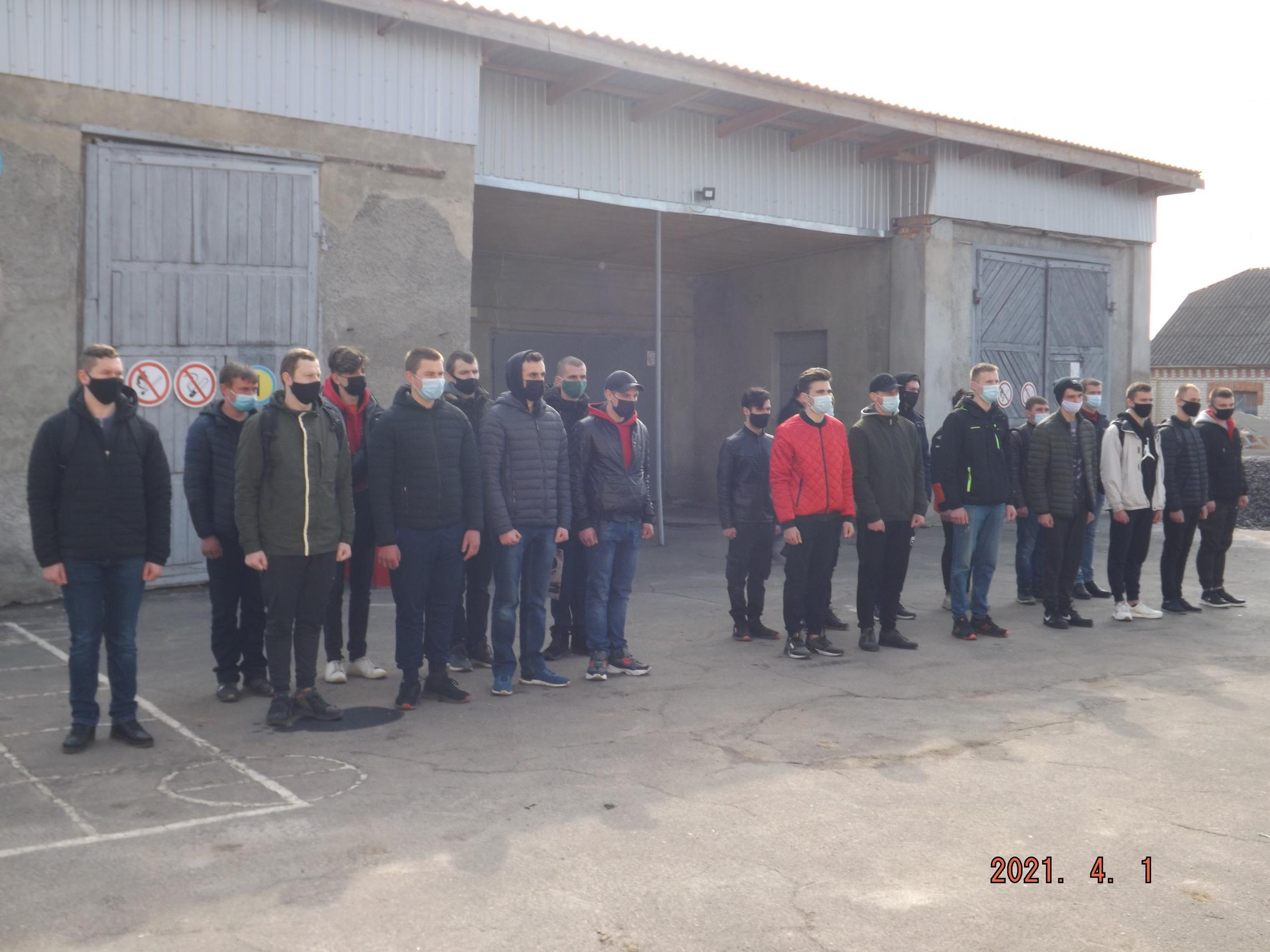 Сьогодні в Хмільнику призовників урочисто провели до лав Збройних Сил України