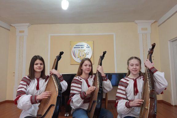 Бандуристки Хмільницької школи мистецтв – переможці багатожанрового фестивалю-конкурсу