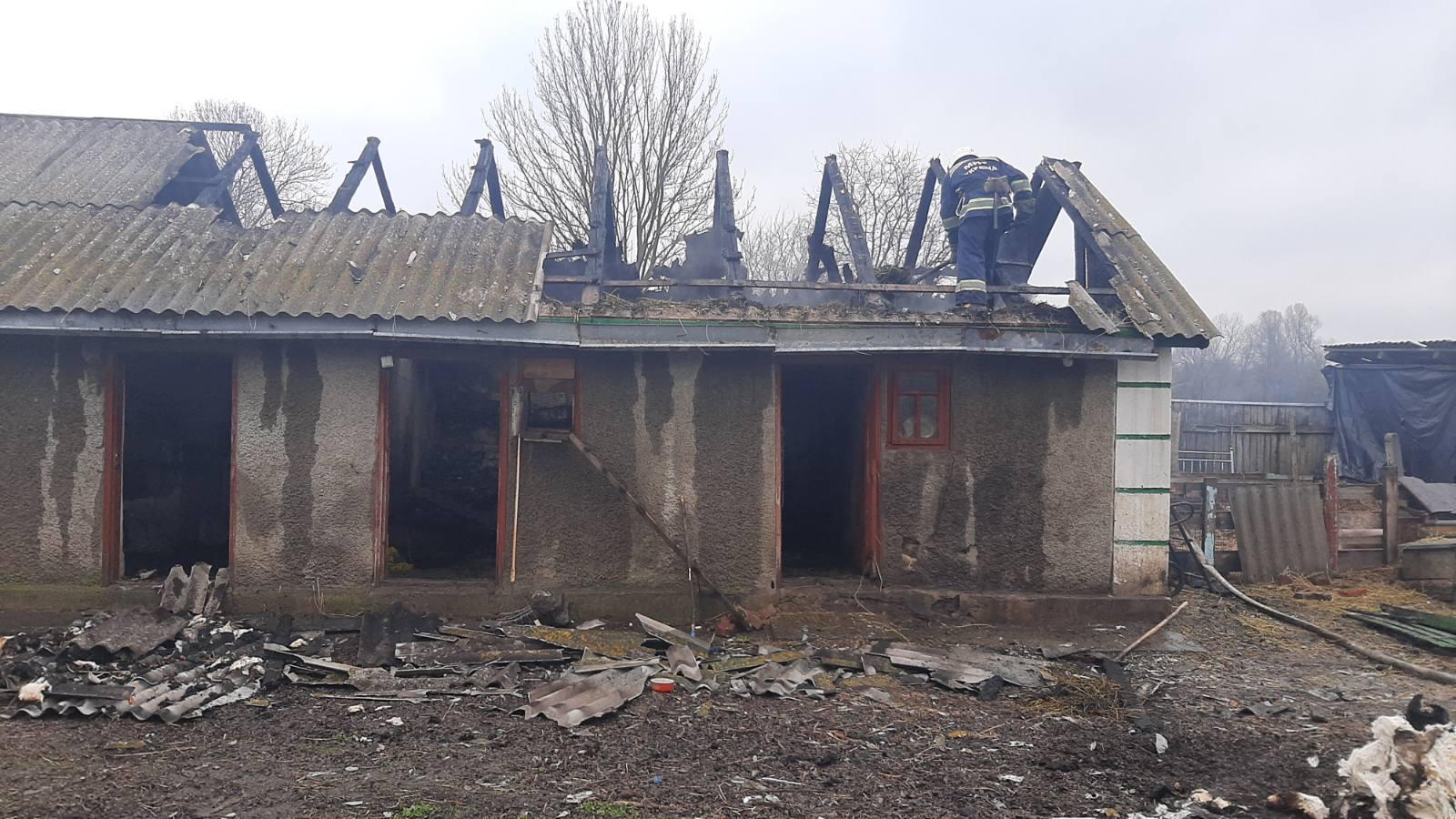 Сьогодні зранку на Хмільниччині палала господарська будівля