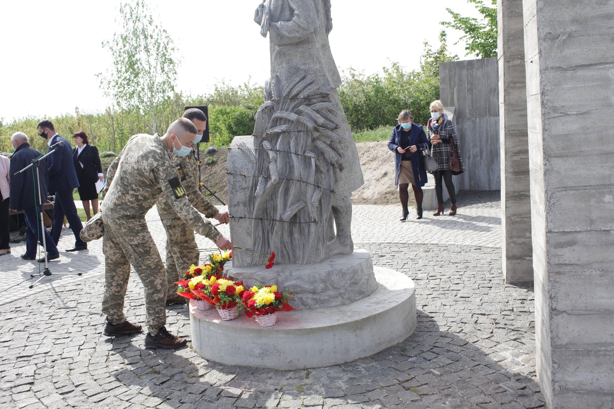 У Хмільнику вшанували пам'ять жертв репресій та хмільничан, які рятували євреїв під час Другої світової війни