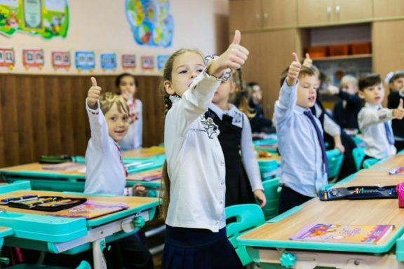 З наступного тижня хмільницькі школярі повернуться до звичної форми навчання