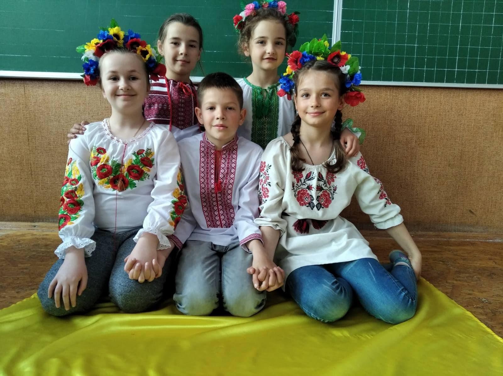 Вишиванка в серцях у хмільничан: День вишиванки на Хмільниччині в світлинах та відео
