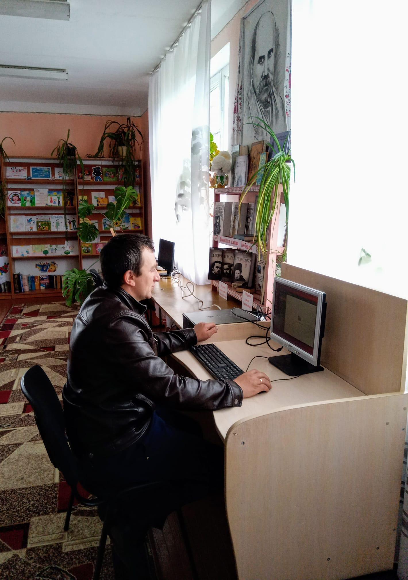Сальницька сільська бібліотека поповнилась комп'ютерною технікою