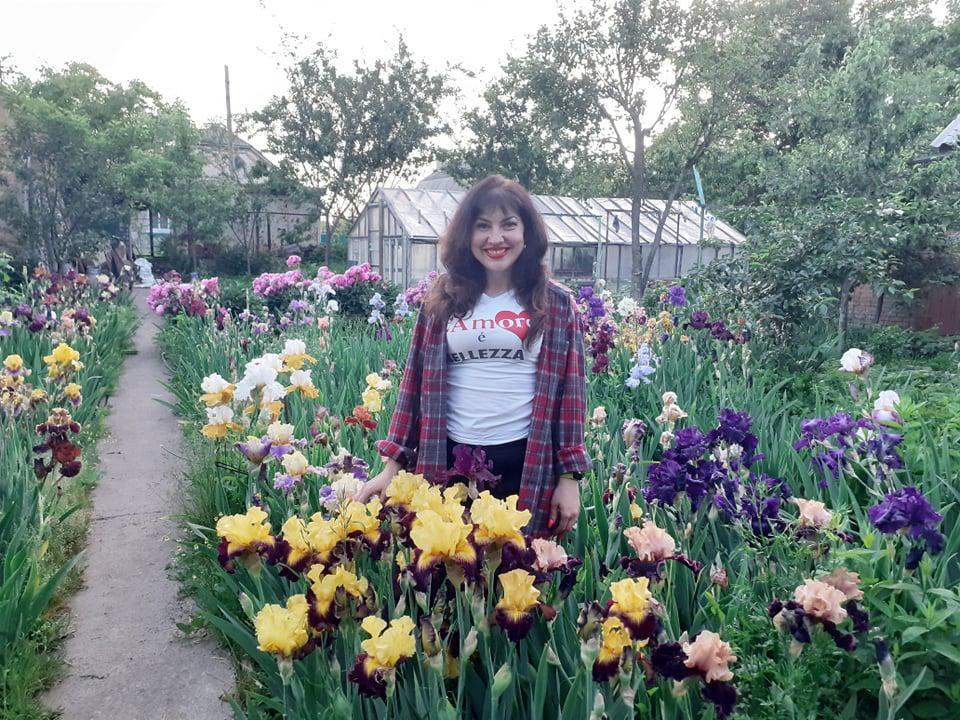 На ділянці хмільничанки щороку цвіте більше 200 сортів ірисів
