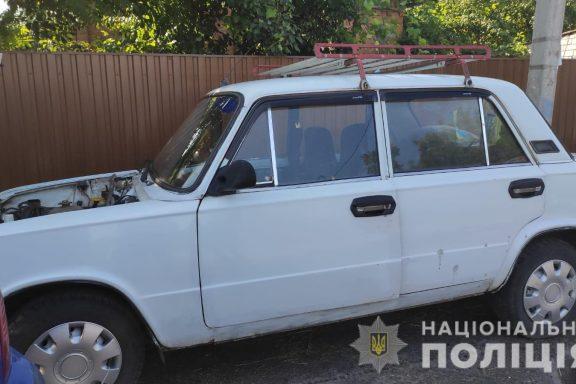 Жителя Хмільницького району затримали за крадіжку з автомобіля